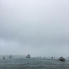 #venice #venezia #venicetag #venicegram #venicelife #fog #moorning #actv #veneziaautentica #water #boats #sky #insta #italy #italia #ig_italy #iphone6s #mist #ig_venice #goodmorning #thursday #clouds #photoftheday #picoftheday #potd by _pier.s