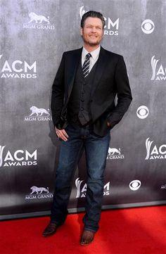ACM host Blake Shelton looked so dapper! See more stars on Wonderwall: http://on-msn.com/1h5aUyc