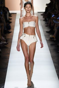 See all the Collection photos from Herve Leger By Max Azria Spring/Summer 2016 Ready-To-Wear now on British Vogue Fashion Tv, Fashion Week, Fashion 2017, Spring Fashion, Fashion Show, Autumn Fashion, Girl Fashion, Max Azria, Herve Leger