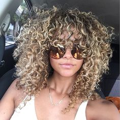 Just fell in love with her curls! Big Curly Hair, Colored Curly Hair, Curly Hair Tips, Curly Hair Styles, Natural Hair Styles, Blonde Curls, Curly Blonde, Natural Curls, Hair Highlights