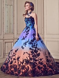 Yumi Katsura dress - not into ball gowns or dresses but probably one of the prettiest dresses yet Grad Dresses, 15 Dresses, Cheap Dresses, Homecoming Dresses, Fashion Dresses, Sweet 16 Dresses, Lovely Dresses, Beautiful Gowns, Beautiful Outfits