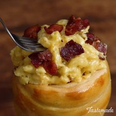 Bacon Mac & Cheese in a Breadc Cone - warm bread cones stuffed with bacon, cheddar and Gouda-smothered pasta is a carb lover's dream come true. I Love Food, Good Food, Yummy Food, Yummy Mummy, Yummy Eats, Yummy Snacks, Bread Cones, Food Vids, Bacon Mac And Cheese