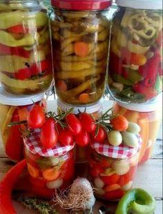 Ήρθε ο καιρός για να φτιάξουμε τα τουρσια μας σιγά - σιγά , η λίστα μεγάλη , λαχανικά άφθονα στις λαϊκές και στους μπαξεδες μας , πιπεριές ,ντομάτες, καρότα, σελινα , και πολλά αρωματικά!! Fruit Salad, Vegetables, Food, Fruit Salads, Essen, Vegetable Recipes, Meals, Yemek, Veggies