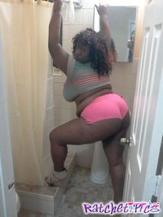 She going to walmart - funny ghetto pictures, funny pictures, ratchet pictures