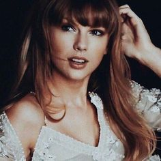 A community for sharing photos of the singer Taylor Swift. Taylor Swift Pictures, Taylor Alison Swift, Taylor Swift Cute, Taylor Swift Wallpaper, Hooded Eyes, Healthy Women, Young Models, Along The Way, My Idol