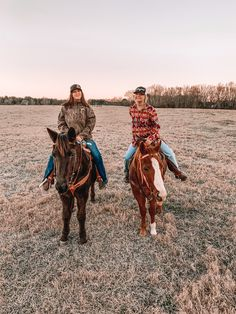 Cute Country Couples, Cute Country Girl, Country Girl Life, Cute Country Outfits, Cute Friend Pictures, Best Friend Pictures, Cute Horses, Beautiful Horses, Country Best Friends
