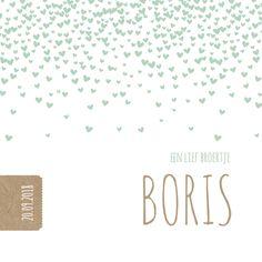 Lief geboortekaartje met groene hartjes confetti en een kraft labeltje. Andere kleur hartjes? Pas dan zelf de achtergrondkleur aan
