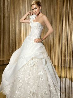 Not sure that I care for the over skirt, and the top is a little too corset-y for my taste, but overall I love the lace and think this is lovely!