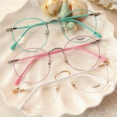 Cute Glasses Frames, Womens Glasses Frames, Mode Lookbook, Cat Eye Colors, Glasses Trends, Lunette Style, Mode Kawaii, Jugend Mode Outfits, Cute Sunglasses