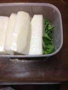 大根約2kg(約1kg) 砂糖350g(175g) 塩80g(40g) 酢100cc(50cc) ゆずの皮(おこのみで)1/2個分(1/4個分)
