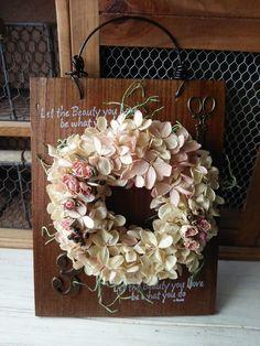 kuku madre *ククマドレ*ハンドメイドの雑貨、プレート紫陽花リースです。木の板をアンティーク風に加工してワイヤーを通したプレートの上に綺麗な水無月 ...|ハンドメイド、手作り、手仕事品の通販・販売・購入ならCreema。