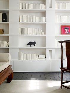 Librería lacada, muy original.