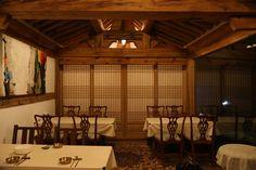 전통한옥의 취옹예술관과 약선요리  Traditional Korean style  Chiong art gallerie & medical food   식당내부의자  가평의 축령산에 위치한 전통한옥의 취옹.... 한국전통의 한옥건물과 돌, 흙, 나무가 어우러진 곳....  취옹예술관 http://www.chi-ong.co.kr/ http://blog.daum.net/chi-ong  우리들한의원 홈피 Wooreedul Korean Medicine Clinic English HP http://www.iwooridul.com/english 日本語HP http://www.iwooridul.com/japan 中國語 HP http://www.iwooridul.com/chinese 무료앱 free app http://www.iwooridul.com/app-update