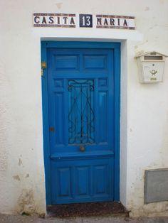Puerta azul en Altea ( Alicante )