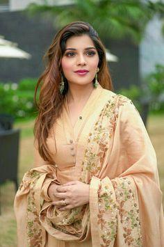 Beautiful Women Over 40, Beautiful Girl Indian, Beautiful Girl Image, Beautiful Indian Actress, Indian Actress Name, Indian Actresses, Beauty Full Girl, Beauty Women, Bandhani Dress