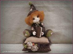 Art doll / lutin en laine cardée feutrée à l'aiguille et visage en paper clay