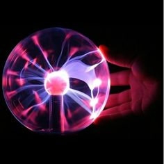 The base produces high frequency electromagnetic waves that cause the gases to turn into plasma. 1 x USB Plasma Light Ball. It is a plasma ball, good for your health. Clap hands to it and watch the pattern in its striking pulsations. Lampe Led, Plasma Globe, Plasma Tv, Novelty Lighting, Retro Lighting, Party Lighting, String Lighting, Interior Lighting, Lights