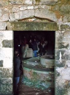 L'entrata in un frantoio ipogeo è sempre un momento magico.    Per saperne di più su questo evento, visitate il nostro portale:  http://www.pugliaevents.it/it/gli-eventi/ipogea-viaggio-nel-mondo-dei-frantoi-ipogei