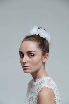 Der Zauber des Frühsommers 2016: Brautaccessoires von Blackbird's Pearl ANDERS TALLERAAS http://www.hochzeitswahn.de/inspirationsideen/der-zauber-des-fruehsommers-2016-brautaccessoires-von-blackbirds-pearl/ #accessoire #hair #hairstyle
