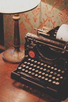I have this typewriter in my living room. Love it. Vintage Soul, Retro Vintage, Vintage Vibes, 1920s Aesthetic, Antique Typewriter, Photocollage, Grey Stain, Vintage Typewriters, Old Soul