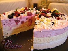Reteta Tort de inghetata cu blat de bezea din Carte de bucate, Dulciuri. Specific Romania. Cum sa faci Tort de inghetata cu blat de bezea Sorbet, Parfait, Vanilla Cake, Ice Cream, Cream Cake, Cheesecake, Frozen, Food And Drink, Sweets