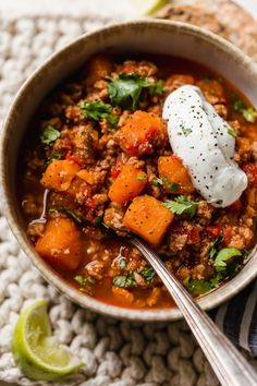 This Turkey Sweet Potato Chili is so good, you might want to double the recipe!! It's made with no beans, but you can of course add them if you wish! Ground Turkey And Sweet Potato Recipe, White Sweet Potato Recipe, Turkey Sweet Potato Chili, Sweet Potato Recipes Healthy, Sweet Potato Soup, Turkey Chili, Healthy Recipes, Sweet Chili, Sweet Potato Chowder Recipe