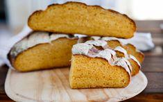 Bröd på sötpotatis - 600 g sötpotatis (3 dl mosad bakad potatis) 3 dl vatten 50 g jäst 0,5 dl olivolja 2 tsk salt 8-9 dl vetemjöl