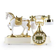Do you want to decor you home with vintage charm? This vintage desk phone is sure to bring in lots of compliments from your friends and guests. This retro styl White Home Decor, Retro Home Decor, Antique Decor, Rustic Decor, Interior Design Living Room, Living Room Decor, Dining Room, Antique Phone, Diy Crafts For Home Decor
