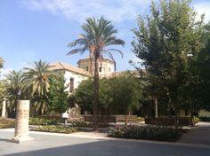 Antiguo hospital público de Valencia. Actualmente es una biblioteca pública. Esta justo al lado del MUVIM