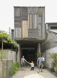 New House Facade Modern Patio Ideas Modern Tropical House, Modern Patio, Tropical Houses, Facade Design, House Design, Exterior Design, Indonesian House, Modern Windows, Big Windows