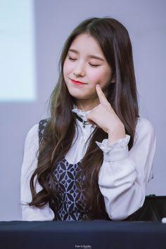 161016 © Time in October Kpop Girl Groups, Korean Girl Groups, Kpop Girls, Dancing On My Own, Hongdae, Pink Envelopes, Best Kpop, Olivia Hye, Japanese Artists