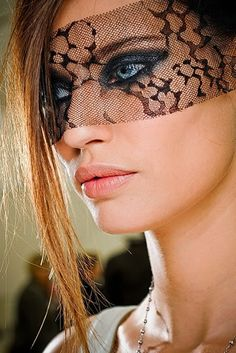 A 2012 Chanel look...love the lace!