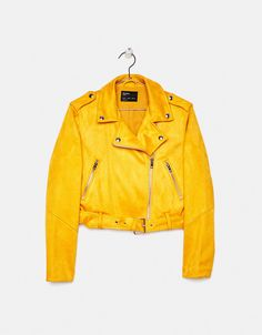 Check out Bershka's new women's jackets for Spring/Summer Longline, cropped, faux fur, puffer, or anorak jackets for all your looks. Faux Suede Biker Jacket, Pu Jacket, Holographic Jacket, Cute Coats, Clothing Haul, Biker Chic, Cute Casual Outfits, Fashion Branding, Jackets For Women