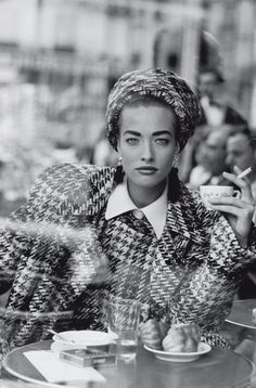 Peter Lindbergh, Tatjana Patitz, French Vogue, Cafe de flore Gelatin Silver Print, 180 x Mehr (Beauty People Photography) Peter Lindbergh, Tatjana Patitz, Photo Portrait, Portrait Photography, Fashion Photography, People Photography, Glamour Photography, Editorial Photography, Ocean Wave