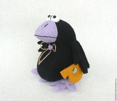 Ворона. Вороны. Ворона игрушка. Ворона мягкая игрушка. Птица. Птица мягкая игрушка. Сыр. Черная ворона. Прикольная игрушка. Мягкая игрушка ворона.