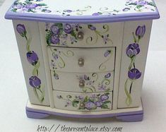 Kids Jewelry Box, Musical Jewelry Box, White Jewelry Box, Girls Jewelry, Shabby Chic Furniture, Painted Furniture, Refinished Furniture, Furniture Design, Jewelry Box Makeover