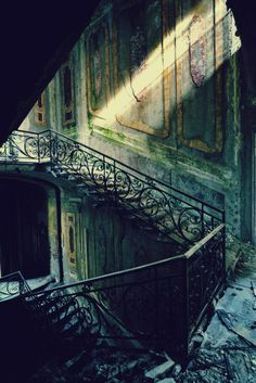 faded glory, decrepit, deteriorating architecture, former grand staircase… Abandoned Buildings, Abandoned Mansions, Old Buildings, Abandoned Places, Estilo Tim Burton, Grand Staircase, Stairway To Heaven, Architecture Old, Faded Glory