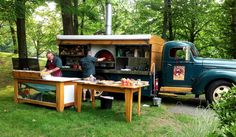 Would be perfect for catering. Pizza Food Truck, Car Food, Food Vans, Mini Camper, Mobile Coffee Cart, Mobile Restaurant, Mobile Food Trucks, Bbq, Food Truck Business
