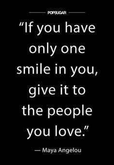"""""""Se você tem apenas um sorriso em você, dar-lhe com as pessoas que você ama.""""  - # MayaAngelou"""