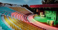 er was ook een theater waar er elke avond een optreden was