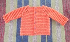 Marianna's Lazy Daisy Days: Kinzie Baby Cardigan- with long sleeves häkeln – Crochet models Baby Boy Cardigan, Knitted Baby Cardigan, Crochet Jacket, Free Baby Sweater Knitting Patterns, Baby Hats Knitting, Free Knitting, Baby Patterns, Cable Knitting, Knit Patterns