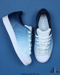 0fb185d3f1b0 Entdecke unsere dunkelblauen Adidas Superstar Sneakers. Liebe  maßgeschneiderte Schuhe ...