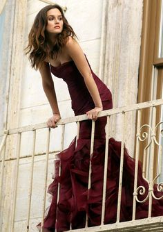 Leighton Meester is so pretty here but I love her hair more than her dress in this pic