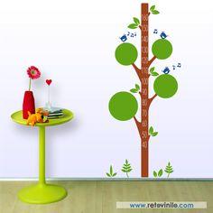 """Vinilos decorativo Infantiles Medidores - """" Naturaleza bonita """" para los niños que les gusta correr y jugar en la naturaleza, formado por un árbol con su vegetación y pajaritos, se recomienda colocar este diseño a 10 cm del suelo para usar el metro correctamente.  Se entrega una pieza de 50x85 cm para el tronco del color principal elegido y dos piezas de 56x69 para la vegetación y otra de 56x13 cm para los pajaritos, estos dos colores se anotaran en observaciones de tu pedido, toda la…"""