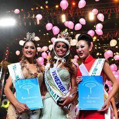 Miss International 2010 - Elizabeth Mosquera, y sus Damas de Honor 1ra y 2da Finalistas..