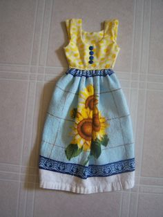 Dish Towel Dress for Oven Door Sweet Tooth Cupcake di buyhand Bathroom Towels, Kitchen Towels, Dish Towels, Hand Towels, Towel Dress, Kitchen Dishes, Little Dresses, Stove, Sewing Projects
