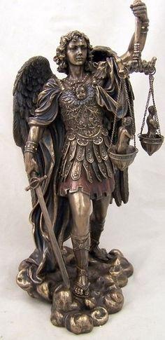 Archangels of light Archangel Michael. Saint Michael Statue, St Michael, Kunst Online, Angel Sculpture, Angels Among Us, Saint Michel, Desenho Tattoo, Angel Statues, Angel Art