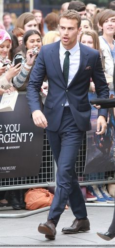 Theo James at the Divergent UK premiere! lol I would be the one trying to touch his heavenly arm, and look at his handsome face and touch his beautiful...wait, what was I saying?