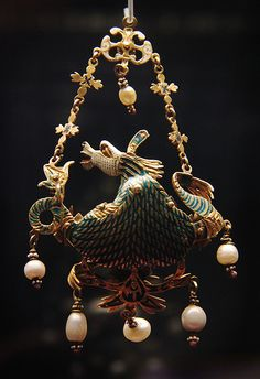 Gold enamelled gemset pendant, A hippocamp, possibly Italian late 16th c with later addition. - back   #TuscanyAgriturismoGiratola