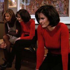 Monica Geller Outfits Monica Geller Stil Monica Geller Outfits Geller Monica Stil Who wears thigh hi Friends Tv Show, Friends Season, Friends Series, Style Rachel Green, Rachel Green Outfits, Retro Outfits, Cute Outfits, Monica Gellar, 90s Inspired Outfits